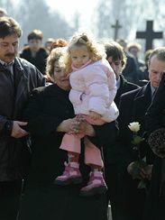V obřadní síni petřvaldského hřbitova se 14. března konal pohřeb tří ze čtyř obětí, které v noci ze soboty na neděli minulého týdne zastřelil makedonec Raif Kačar. Přišly se s nimi rozloučit stovky lidí.