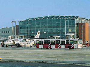 Nová odbavovací hala Drážďanského letiště.
