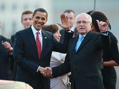 Obama v Praze. Baracka Obamu přivítal prezident Václav Klaus.