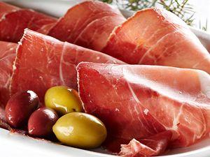 Parmská šunka s olivama