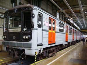 Souprava metra typu 81-71 vyrobená v Sovětském svazu