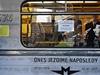 U vjezdové hrany stanice Lu�iny hodili neznámí vandalové n�kolik plechovek s barvami na p�ijí�d�jící sov�tskou soupravu metra 81-71, která 2. �ervence naposledy vyjela s cestujícími na tra�  | na serveru Lidovky.cz | aktu�ln� zpr�vy