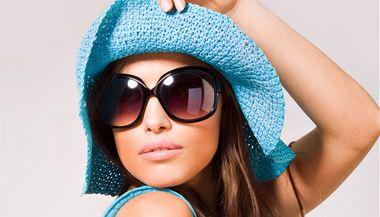 Plážové oblečení, žabky, sandály. Nic nesrazí váš profesionální kredit tak, jako když přijdete do práce v oblečení na pláž.