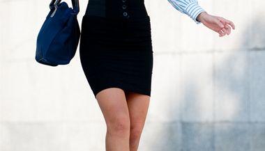 Nošení minisukní vysílá vzkaz, že se pokoušíte kompenzovat nedostatek schopností oblečením.