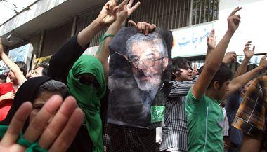 Stoupenci íránského opozičního představitele Músávího