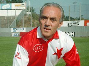 Ve věku pětašedesáti let dnes zemřel bývalý fotbalový internacionál František Veselý (na archivním snímku z 23. září 1993)