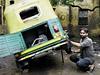 Ashok Kumar provozuje na rohu ulice Chitragupta v Novém Dillí pneuservis pro stovky motorik�. | na serveru Lidovky.cz | aktu�ln� zpr�vy