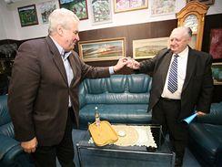 Miloš Zeman se ve Slušovicích v motelu Golf setkal s bývalým šéfem JZD Slušovice Františkem Čubou