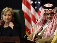 Hillary Clintonová s princem Fajsalem ibn Abdal Azízem Saúdem