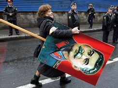 Plakáty Stalina v ulicích Moskvy