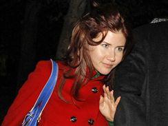 Ruská špionka Anna Chapmanová  na rozlučce s astronauty na kazachstánském Bajkonuru