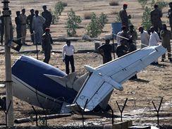 Letecké neštěstí nedaleko Karáčí