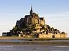 Rom�nsko-gotick� kl�ter Mont-Saint-Michel na pob�e�� mezi Bretan� a Normandi�