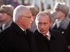 Ruský prezident Vladimir Putin (vpravo) s �eským prot�j�kem Václavem Klausem na setkání v Praze. | na serveru Lidovky.cz | aktu�ln� zpr�vy