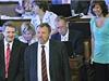 Poslanci KSČM Stanislav Grospič (vpředu vlevo) a Pavel Kováčik (vpředu vpravo) na jednání Poslanecké sněmovny 10. června v Praze