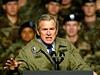 V�lku v Ir�ku zah�jil George W. Bush p�ed osmi lety. Na sn�mku prezident promlouv� k voj�k�m na z�kladn� Fort Hood v Texasu v lednu 2003.
