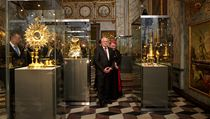 Svatov�tsk� poklad se po 21 letech vr�til do kaple svat�ho K��e na Pra�sk�m hrad�.