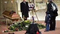 Havlovu rakev na historické lafetě doprovodí 600 vojáků