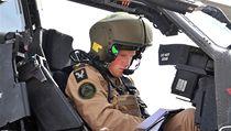 Princ Harry ukončil výcvik jako pilot bojové helikoptéry Apache.