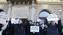 Studenti bojují za svoji fakultu. | na serveru Lidovky.cz | aktu�ln� zpr�vy