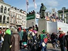 Na bujaré karnevalové oslavy dohlí�í socha malí�e Hieronyma Bosche. | na serveru Lidovky.cz | aktu�ln� zpr�vy