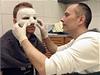 Fotbalista Michal Kadlec z Leverkusenu asistoval na klinice v Kolín� nad Rýnem u výroby speciální ochranné karbonové masky po operaci nosu zlomeném po útoku tamních fanou�k� | na serveru Lidovky.cz | aktu�ln� zpr�vy