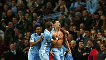 Fotbalista Manchesteru City Samir Nasri (vpravo) slaví gól | na serveru Lidovky.cz | aktu�ln� zpr�vy