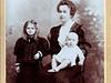 Portrét s maminkou a nevlastní sestrou Franti�kou - 1909. | na serveru Lidovky.cz | aktu�ln� zpr�vy