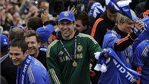 Fotbalisté Chelsea slaví vít�zství v Lize mistr�. Zleva jsou Frank Lampard, Petr �ech a Fernando Torres | na serveru Lidovky.cz | aktu�ln� zpr�vy