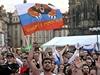 Ruská vlajka na Starom�stském nám�stí p�i utkání �esko vs Rusko na ME ve fotbale 2012. | na serveru Lidovky.cz | aktu�ln� zpr�vy