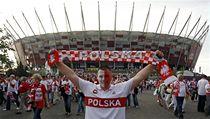 Pol�tí fanou�ci p�ed stadionem ve Var�av� | na serveru Lidovky.cz | aktu�ln� zpr�vy