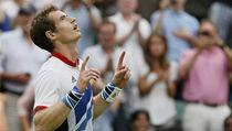 Brit Andy Murray, domácí medailová nad�je a t�etí nasazený hrá�, s p�ehledem porazil �výcara Stanislase Wawrinku dvakrát 6:3 | na serveru Lidovky.cz | aktu�ln� zpr�vy