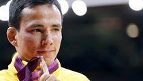 Brazilský judista Felipe Katadai se tolik necht�l odlou�it od své olympijské medaile za t�etí místo z ned�lní sout�e do 60 kg, a� si ji rozbil ve spr�e | na serveru Lidovky.cz | aktu�ln� zpr�vy