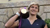 Dvojnásobná olympijská vít�zka v hodu o�t�pem Barbora �potáková slavila zlato v pra�ské pivnici U Pinkas�.  | na serveru Lidovky.cz | aktu�ln� zpr�vy