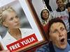 P�íznivci v�zn�né expremiérky demonstrují p�ed soudem v Kyjev�.  | na serveru Lidovky.cz | aktu�ln� zpr�vy