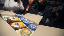 Policie objevila v gará�i nedaleko sídli�t� Ji�ní Svahy ve Zlín� skladi�t� s asi 500 lahvemi podez�elého alkoholu. Vedle lahví bylo nalezeno i n�kolik set etiket n�kolika likérek.  | na serveru Lidovky.cz | aktu�ln� zpr�vy
