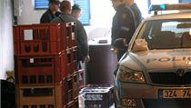 Policie objevila gará� u zlínského sídli�t�, ve které byl sklad nelegáln� vyrobeného alkoholu | na serveru Lidovky.cz | aktu�ln� zpr�vy