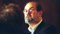 Salman Rushdie na náv�t�v� Prahy v roce 2001 | na serveru Lidovky.cz | aktu�ln� zpr�vy