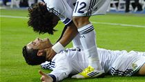 Fotbalisté Realu Madrid Cristiano Ronaldo (dole) a Marcelo slaví gól   | na serveru Lidovky.cz | aktu�ln� zpr�vy