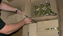 Policie zkoumá podez�elý alkohol  | na serveru Lidovky.cz | aktu�ln� zpr�vy