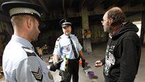 Strá�níci na zlínském sídli�ti ji�ní Svahy, informují bezdomovce, aby nepili neozna�nený alkohol | na serveru Lidovky.cz | aktu�ln� zpr�vy