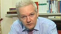 Assange ve vysílání ruské televize, kde má i vlastní talk-show