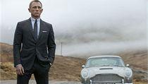 Daniel Craig a Aston Martin v bondovce Skyfall