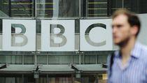 Mu� prochází kolem sídla BBC v Londýn� | na serveru Lidovky.cz | aktu�ln� zpr�vy