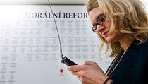 Cedule s �ísly politik� na výstav� v galerii DOX | na serveru Lidovky.cz | aktu�ln� zpr�vy