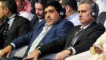 Legendární argentinská fotbalista Diego Maradona (vlevo) a trenér José Mourinho z Realu Madrid