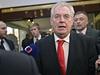 Miloš Zeman čeká na výsledky prezidentských voleb.