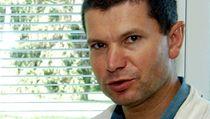 Karel Bezou�ka je obvin�n z manipulace výsledk� výzkumu. | na serveru Lidovky.cz | aktu�ln� zpr�vy