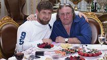 S Ramzanem Kadyrovem, který je v zahraničí často kritizován za zločiny proti lidskosti, si Depardieu zašel na skleničku.