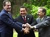 Hugo Chávez (uprost�ed) s prezidentem Mexika Vicentem Foxem (nalevo) a kolumbijským prezidentem Andresem Pastranou  | na serveru Lidovky.cz | aktu�ln� zpr�vy